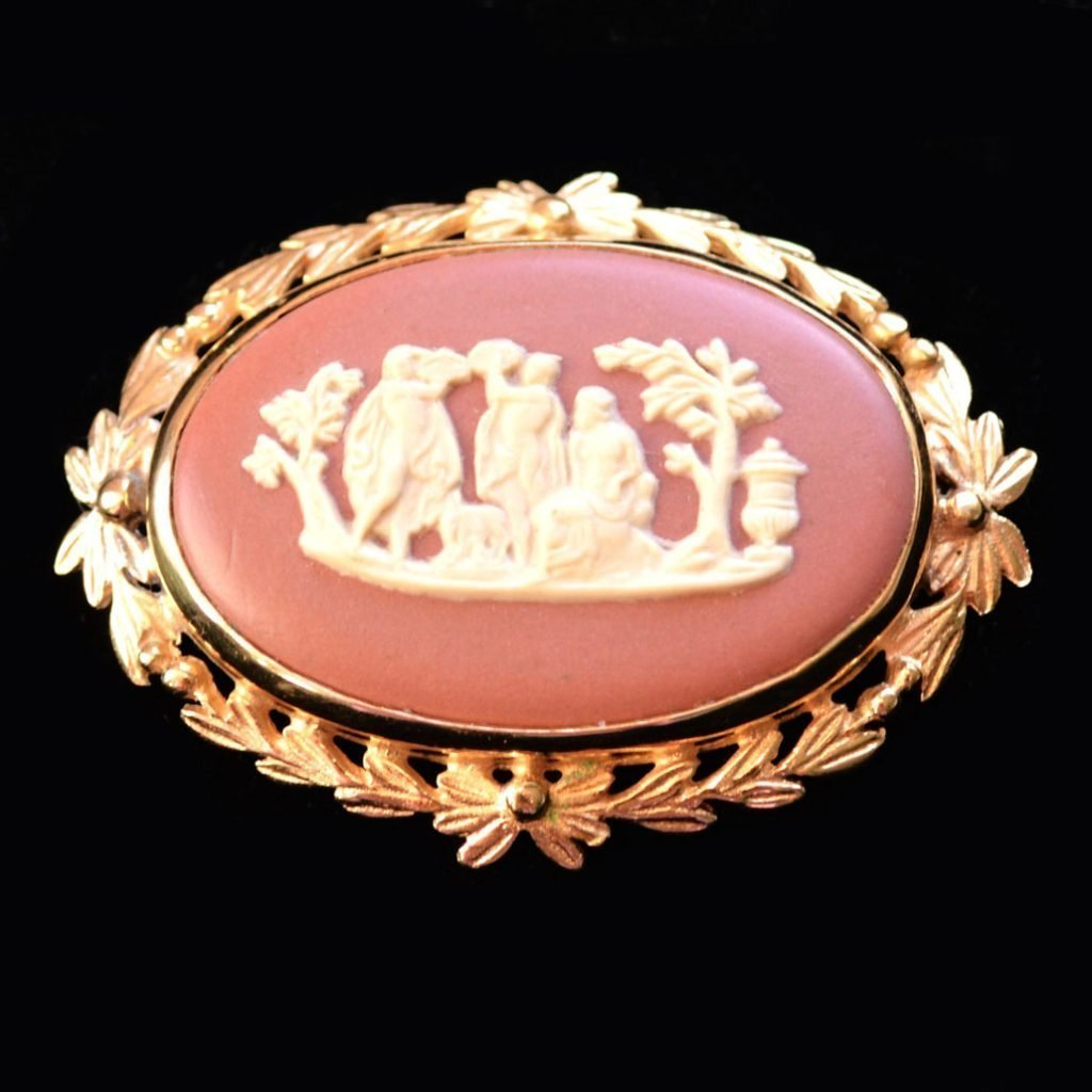 Wickstead's-Jewels-Treasures-Vintage-Wedgwood-Jasper-Plaque-Brooch-Gold-Plated-Terracotta-Cream-'Sacrifice-to-Peace'-(3)