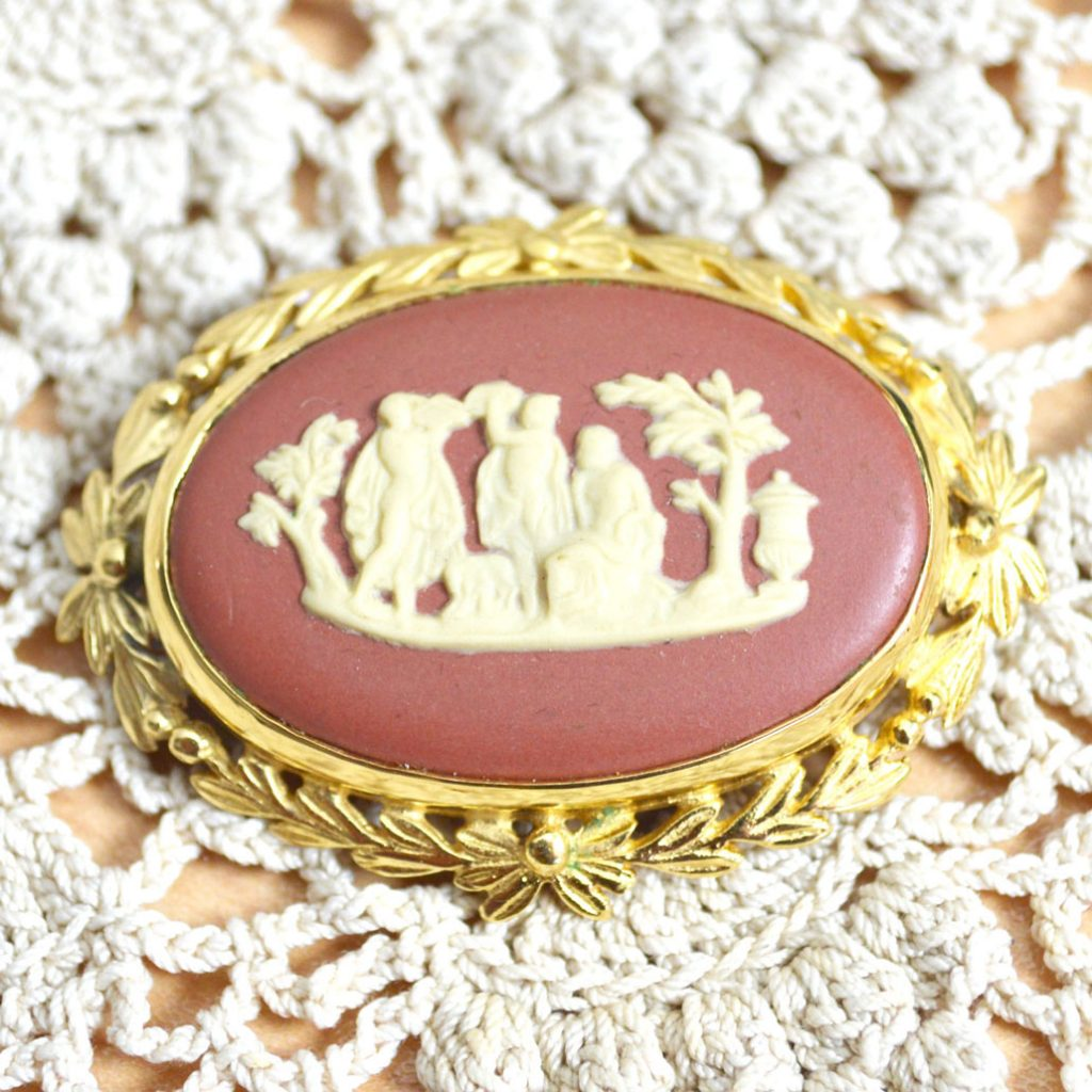 Wickstead's-Jewels-Treasures-Vintage-Wedgwood-Jasper-Plaque-Brooch-Gold-Plated-Terracotta-Cream-'Sacrifice-to-Peace'-(5)