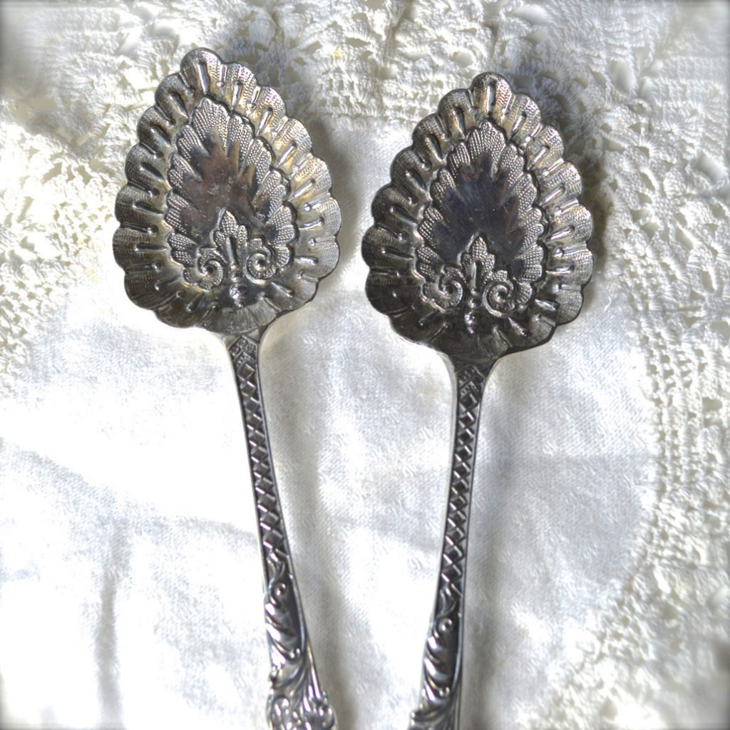 Wickstead's–Home-&-Living–Antique-Victorian-Ornate-Serving-Spoons-(3)