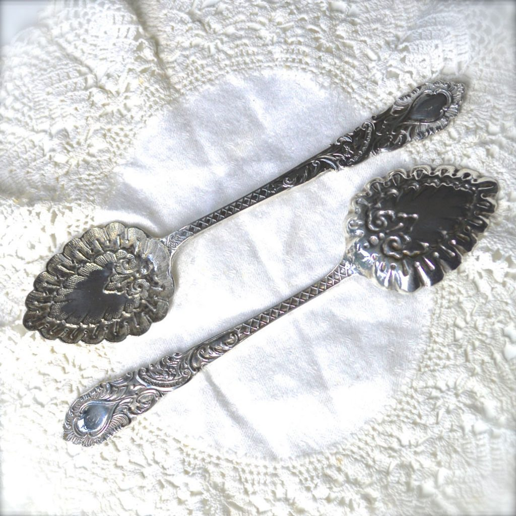 Wickstead's–Home-&-Living–Antique-Victorian-Ornate-Serving-Spoons-(5)