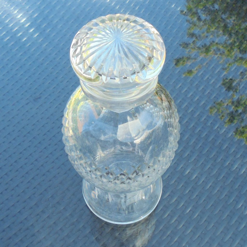 Wickstead's-Home-&-Living-Cut-Glass-Mushroom-Stopper-Decanter-(2)