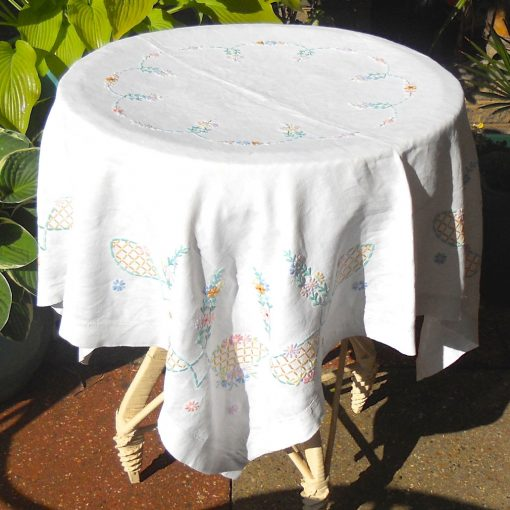 Wickstead's-Home-&-Living-Pastel-Flower-Embroidery-Square-Tablecloth-(1)