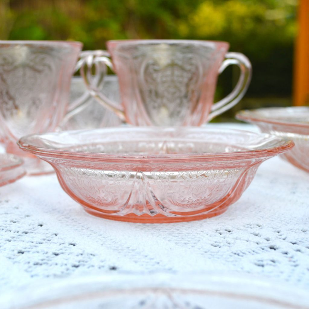 Wickstead's-Home-&-Living-Pink-Pressed-Glass-Dishes-Bowls-(2)