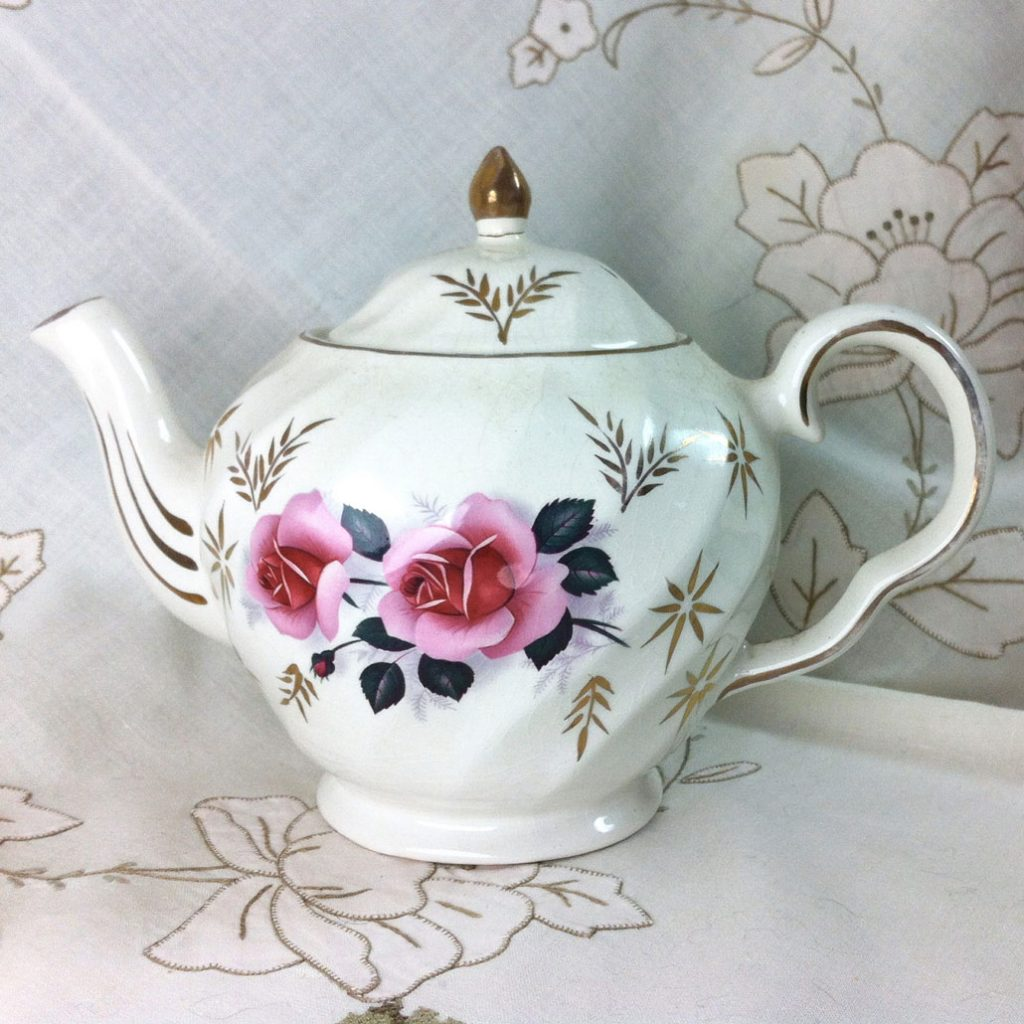 Wickstead's–Home-&-Living–Pink-Rose-Price-Kensignton-Pottery-Teapot-(1)