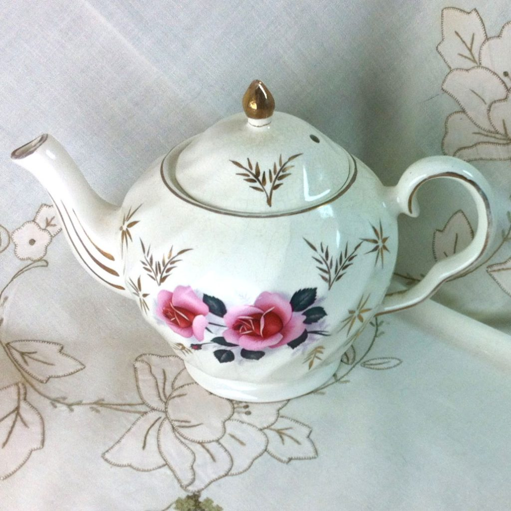 Wickstead's–Home-&-Living–Pink-Rose-Price-Kensignton-Pottery-Teapot-(2)