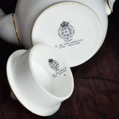 Wickstead's–Home-&-Living–Royal-Worchester-June-Garland-Coffee-Pot-(4)