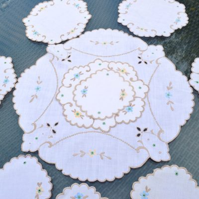 Wickstead's-Home-&-Living-Set-of-Linen-Embroidery-Table-Mats-(1)