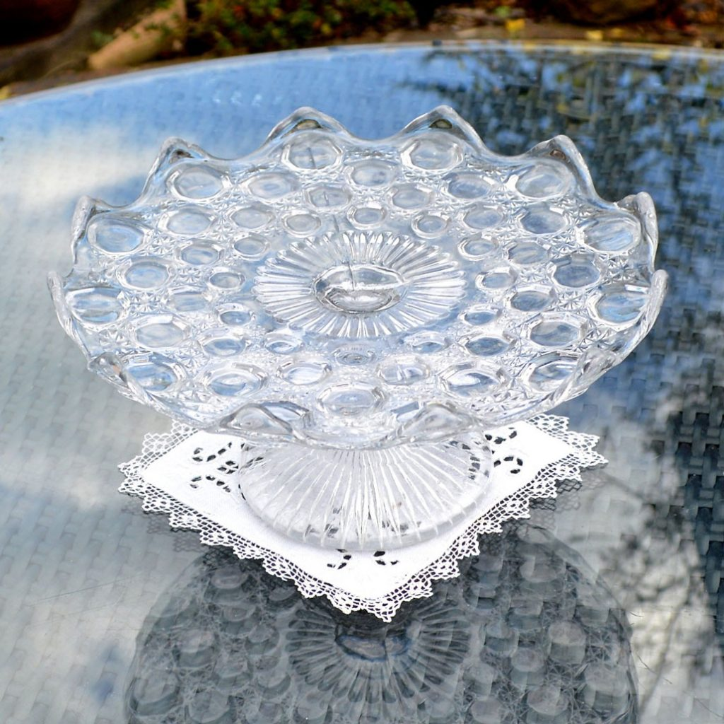 Wickstead's-Home-&-Living-Vintage-Clear-Pressed-Bubbles-Glass-Pedestal-Cake-Stand-(1)