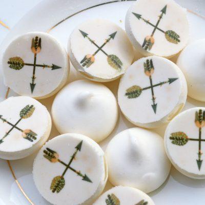 Wickstead's-Eat-Me-Edible-Meringue-Transfer-Sheets–Chocolate-Orange-Arrows-(1)