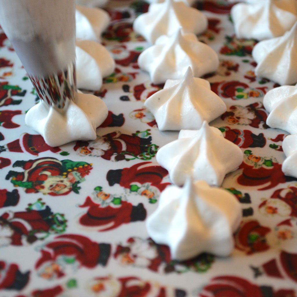 Wickstead's-Eat-Me-Edible-Meringue-Transfer-Sheets–Santa-Faces-&-Figures-Chintz-(2)