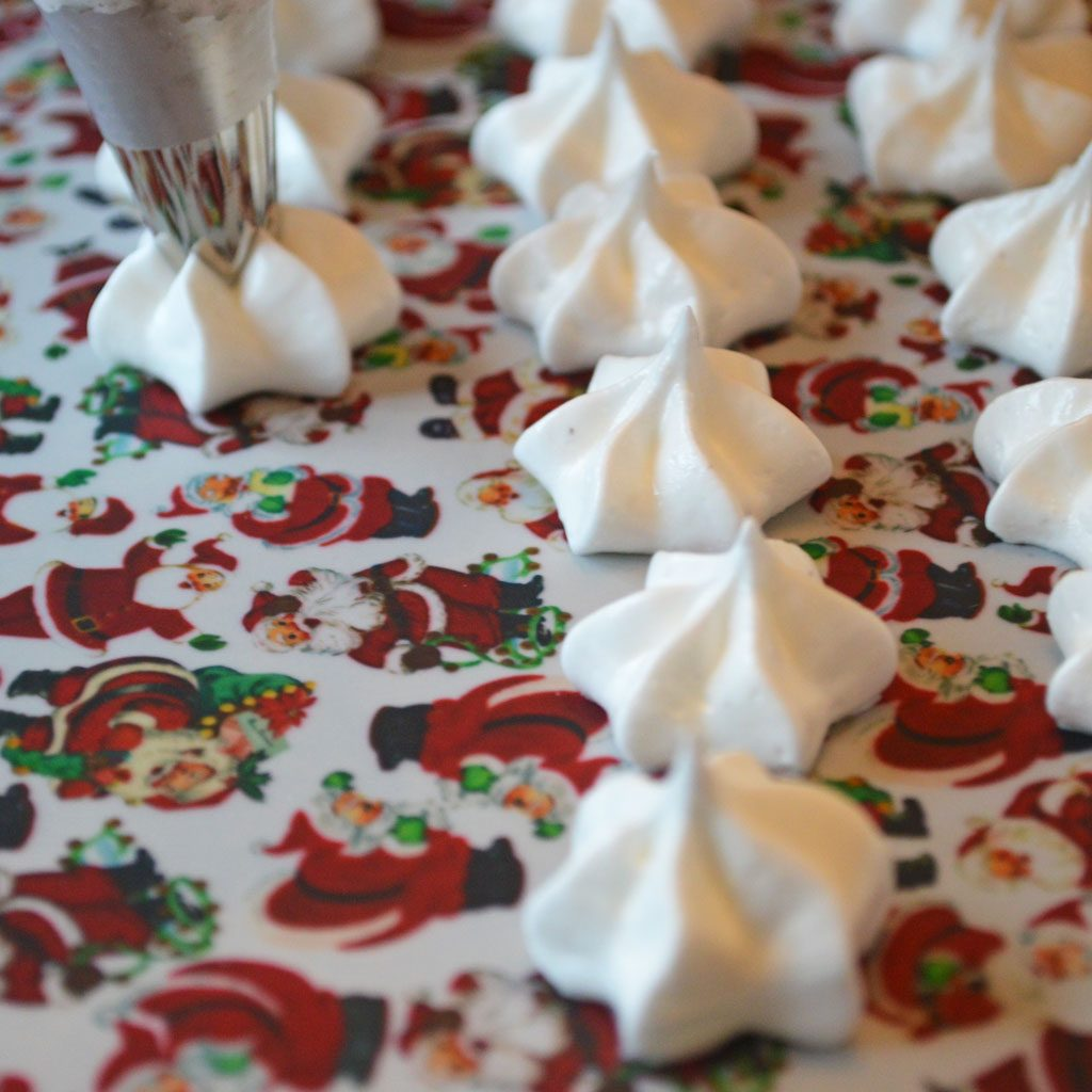 Wickstead's-Eat-Me-Edible-Meringue-Transfer-Sheets–Santa-Faces-&-Figures-Chintz-(4)